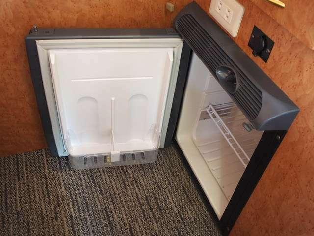 暑い季節に重宝する冷蔵庫完備しております☆