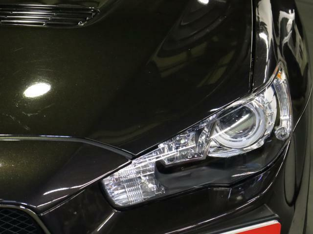 明るいHID標準装備で夜でも明るく安心のドライブをお楽しみ下さい!