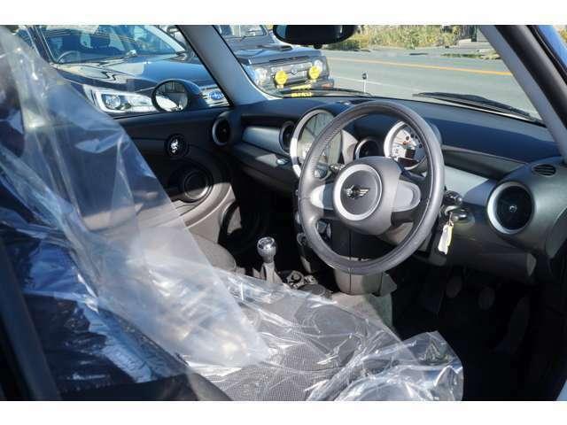 【エンジンオイル・オイルエレメント】を全車両、交換してからの納車をしております。 その他にもお車の消耗品や装備等も、見積り・取り寄せ・取り付け承っております。お気軽にご相談ください。