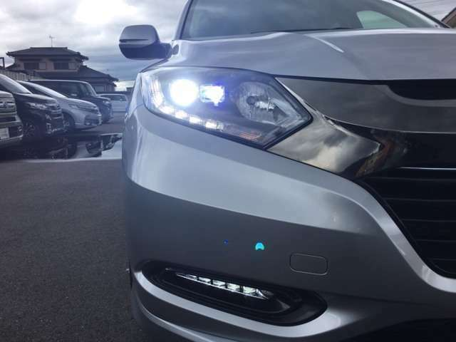 LEDヘッドライト+フォグランプで夜間走行も安心・安全です。