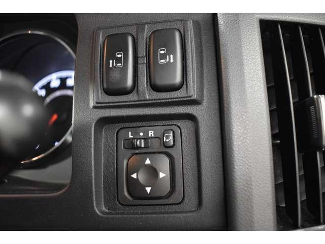 とっても便利な両側電動スライドドア☆★狭い場所でも大きく開放して乗り降りラクラク♪スライドドアは電動で運転席のスイッチやリモコンキーでカンタン開閉操作★☆