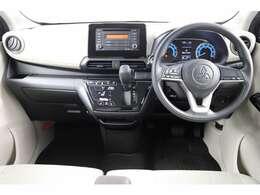ライトグレーの内装になっているため車内が明るく見えます!水平基調な為路面状況を確認しやすく安心して運転することができます♪