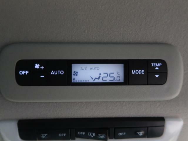 寒い冬で冷えきった身体も暑い夏で火照った身体も全席に快適な空調を届ける【ダブルエアコン】があれば正常な体温へと戻してくれ、快適なドライブがお楽しみいただけます☆