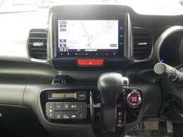 操作がカンタンで 扱いやすい純正ナビ&TV装備。ドライブも楽しくなります。