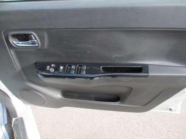 電動格納ミラーで、サイドのミラーの開け閉め楽々!!角度調整もバッチリできます♪♪電話でのお問い合わせは0066-9711-371604(無料)です♪お気軽にどうぞ♪