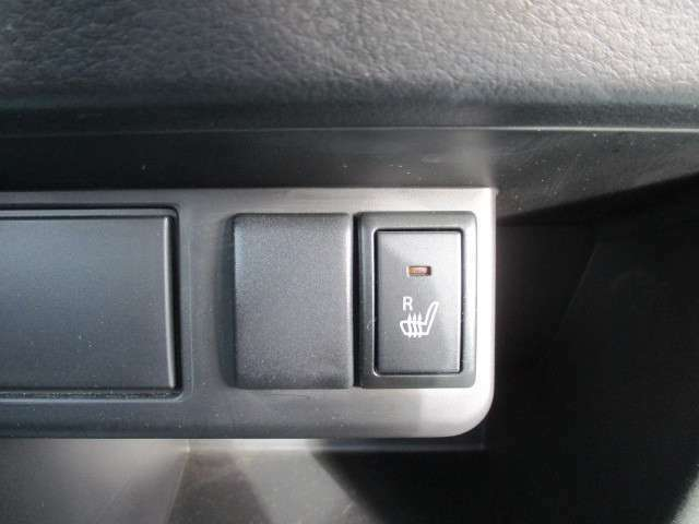 運転席はシートヒーター付きです!電話でのお問い合わせは0066-9711-371604(無料)です♪お気軽にどうぞ♪