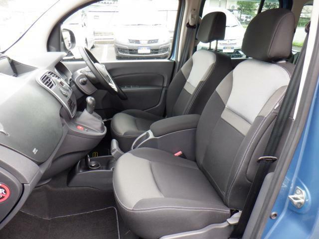 助手席シートも状態良好ですよ。大きな汚れもなく、安心です。座り心地もいいですよ。