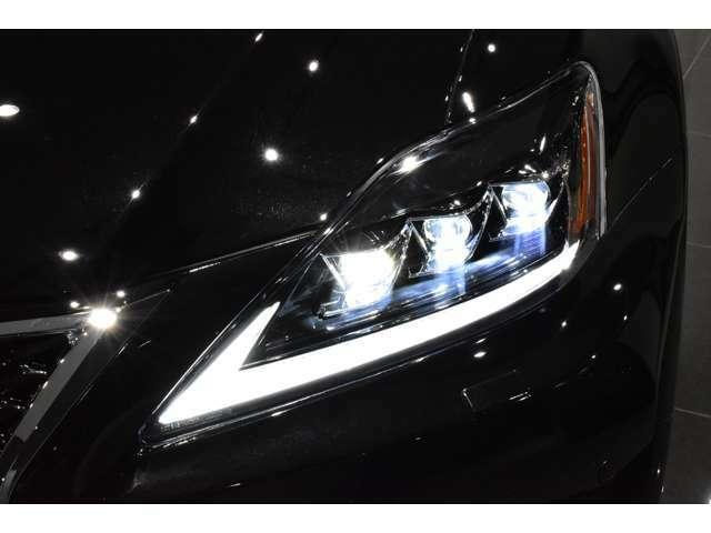 ☆LEDヘッドライト装備車!【LEDヘッドライトはハロゲンライトに比べ夜間の視認性にとても優れており、快適かつ安全なカーライフをお楽しみ頂けると思います!】☆