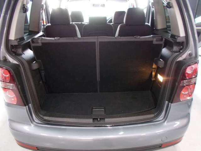 格納可能サードシート トランクルームも広くてとてもきれいです!