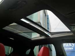 メーカーオプションのパノラマルーフを装備!!開放感のある快適な空間に替わります!!