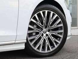 ●オシャレは足元からといいますが、車も同じく足元のエレガンスさで全体のイメージが変わります。