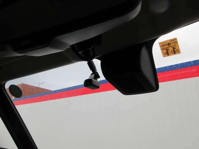 日産純正ドライブレコーダーが付いております!運転中の録画を行ってくれますので、万が一のときに役に立ってくれますよ!