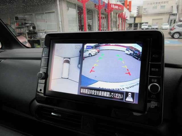アラウンドビューモニターはまるで上から眺めたような映像をルームミラーや対応ナビゲーションへと映し出すことができます!安全確認を補助する装備として、重宝されております!