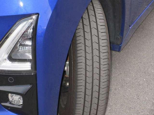 タイヤの溝もまだ残っています!!これから乗っていただく際も安心してお乗りいただくことができます。中古車を選ぶ際には重要なポイントですね!