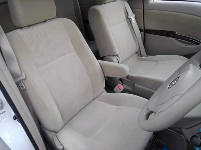 オシャレなベージュ内装です♪車内も明るく、雰囲気も良いお車です♪