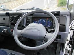 ■ハンドルの擦れなどもなくパネル類も割れなどもございません♪■運転席は広くゆったり乗れます♪■