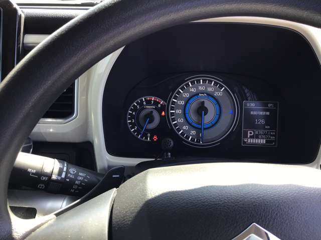 タイヤ・カーナビ・ドライブレコーダーなどの販売も行っております。