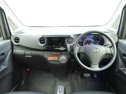運転席全体 シンプルで見晴らしも広い、誰にも運転しやすいデザインです。