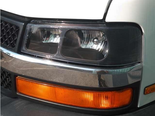 ヘッドライトは黄ばみが出ていたので、気分一新!新品に交換しました!ついでにPIAA製LEDバルブに変更しました。