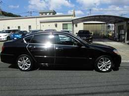 「お支払総額」には、車体価格・消費税・自動車税・リサイクル預託金・重量税・自賠責保険・ナンバープレート・点検整備・車庫証明・名義変更手数料が含まれます。福岡県以外の方は別途登録費用が発生します