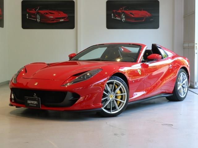 ボディーカラーと内装は、Rosso Corsa/Nero(赤/黒)の組み合わせです。