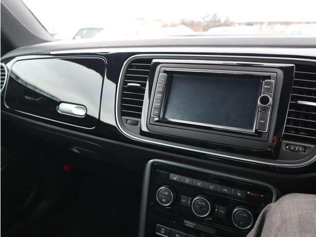 大型モニターでスマートフォンのように高画質な画面でお客様の運転をサポートします。