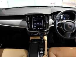 「VOLVOSELEKTAPPROVEDCAR」は新車登録より6年未満及び走行距離60,000km以内の車両の中からさらに、専門スタッフによる厳しいチェックのもと内外装・機関において一定の基準をクリアしたボルボ認定中古車のことです