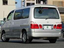 フロントタイヤを運転席より前に配置し、後席左もしくは両側にスライドドアを持つ4ドアボディ!