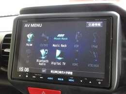 ギャザズ8インチメモリーナビ(VXM-165VFEi)を装着しております。AM、FM、CD、DVD再生、Bluetooth、音楽録音再生、フルセグTVがご使用いただけます。初めて訪れた場所でも道に迷わず安心ですね!