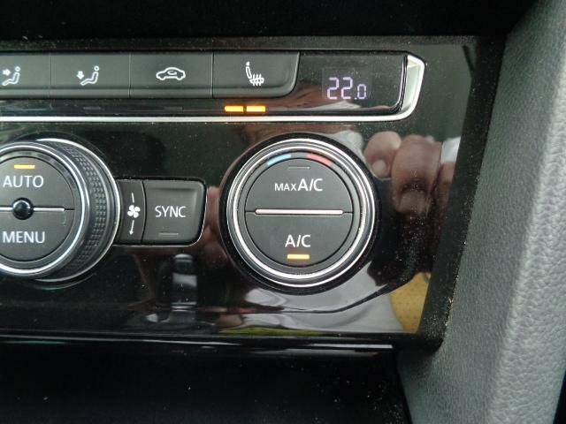 シートヒーター標準装備のお車です。