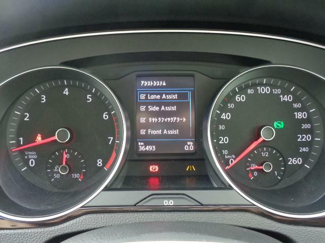 メーター中央には安全装備が表示されております。走行距離は撮影時のものになります。車両移動で若干距離がのびます事ご了承をお願いいたします。