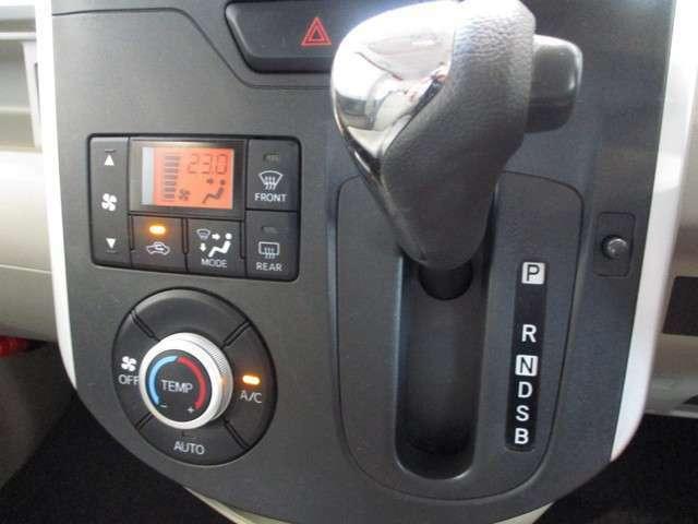 オートエアコンなので、温度を設定しておけば気温や天候に合わせて自動で調節してくれます。