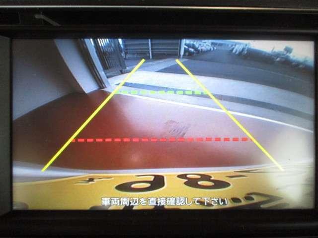 バックモニター付で、車庫入れ等に役立ちます。(車両周辺の安全を直接確認することを忘れずに)
