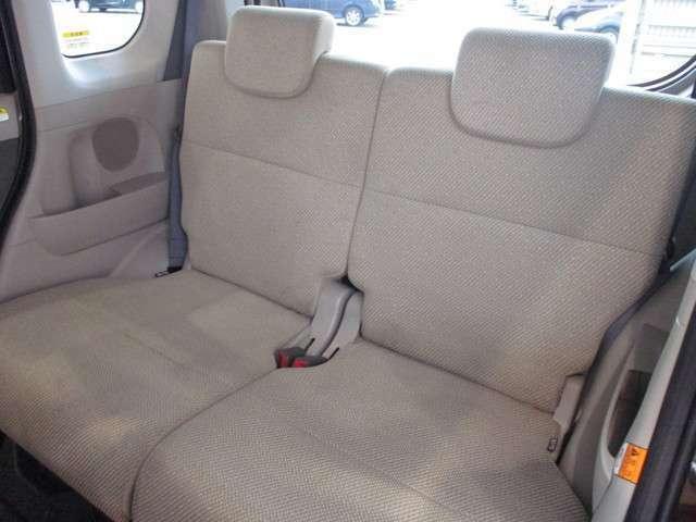 後席シートもリクライニング機能付きです。