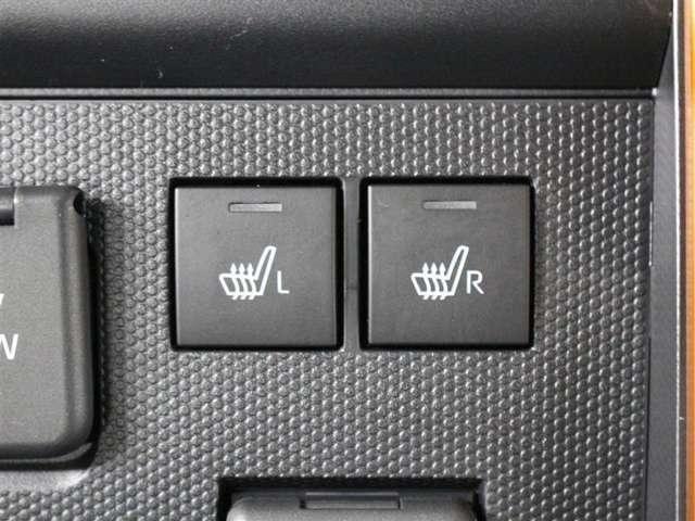 運転席と助手席には寒い日の肩や腰、冷えやすい下肢を温めてくれるシートヒーターが付いております!
