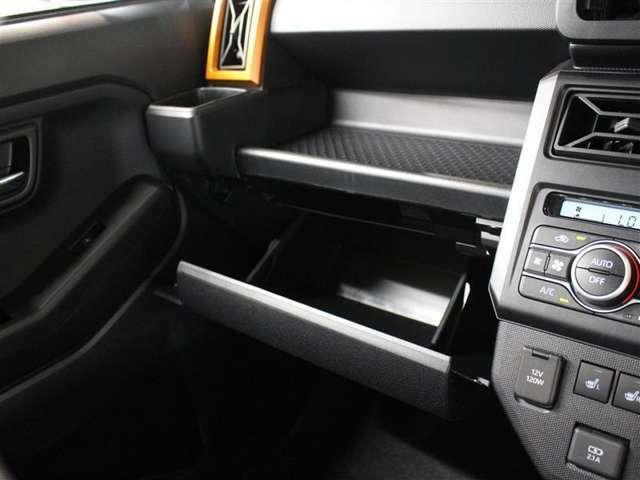 便利な収納スペースの助手席グローボックス!小物もたくさん収納できます。