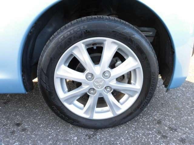 三菱純正アルミホイール。タイヤは155/65R14です。