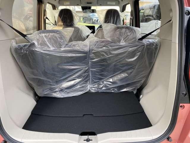 ワンアクションで後席のスライドが可能。用途でトランクを自在に使えます。