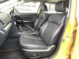 革の傷みもほとんどなくほんのりと本革の匂いが残っている車内。きれいな状態を保ってます。