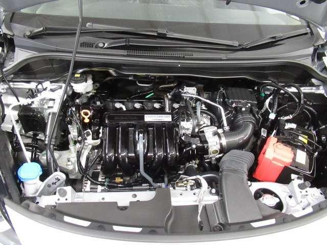 エンジンは車の心臓部分です。このエンジンルームが汚いとトラブルの基になります。当店は専用の液剤を使って徹底的に綺麗にします。