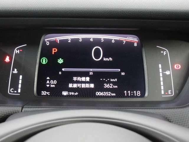 シンプルなメーターデザインはドライバーに情報をわかりやすく伝えてくれます、