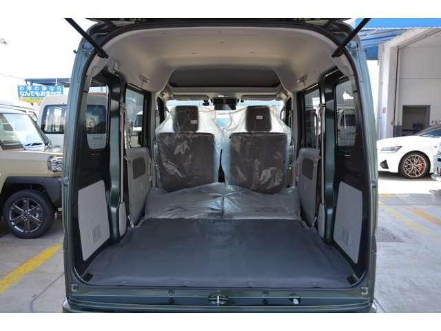 椅子を倒せば大きな荷室がさらに広がります!お問い合わせは079-280-1118、カーズカフェ カーベル姫路東までお気軽に^^