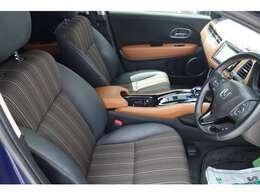 乗り降りしやすい運転席!内装色はブラックです!