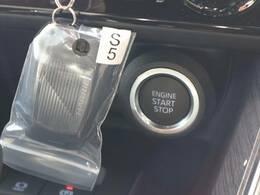 スマートキーを装備しております。鍵を持っているだけで鍵の開閉が可能になり便利な装備です。