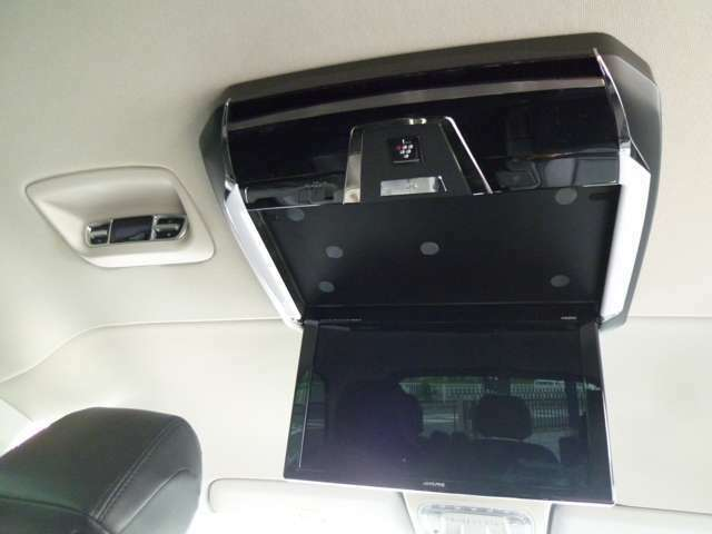 アルパインフリップダウンモニター・12.8インチのワイド画面・プラズマクラスター付きを装着しています!