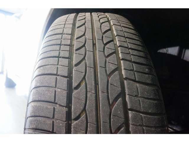 タイヤ残溝もあります。