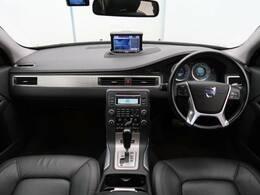 ボルボXC70 T6 AWD SE入庫しました!ボルボのプレミアムエステート!大容量ラゲッジとゆったりとした室内空間!ベンチレーションやシートヒーターといった快適に過ごすための装備が充実!