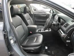 黒革シート♪運転席は視点が高いので、大型のSUVですが女性の方も運転がしやすいと思いますよ☆