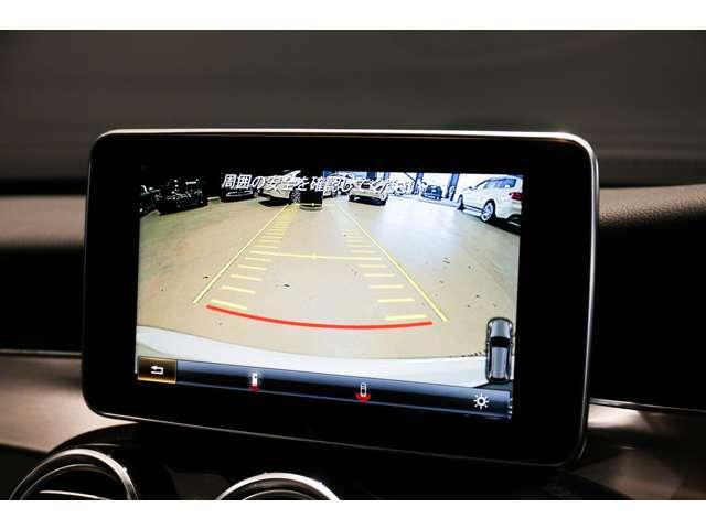 バックカメラにより駐車時の後方確認も楽にできます。