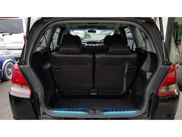 サードシートは収納格納式ですので大きな荷物も楽々積めます^^!